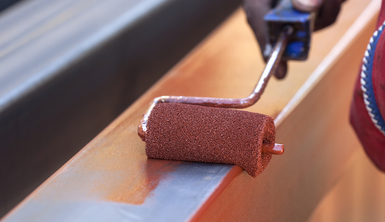 Jak upravit kov před natíráním